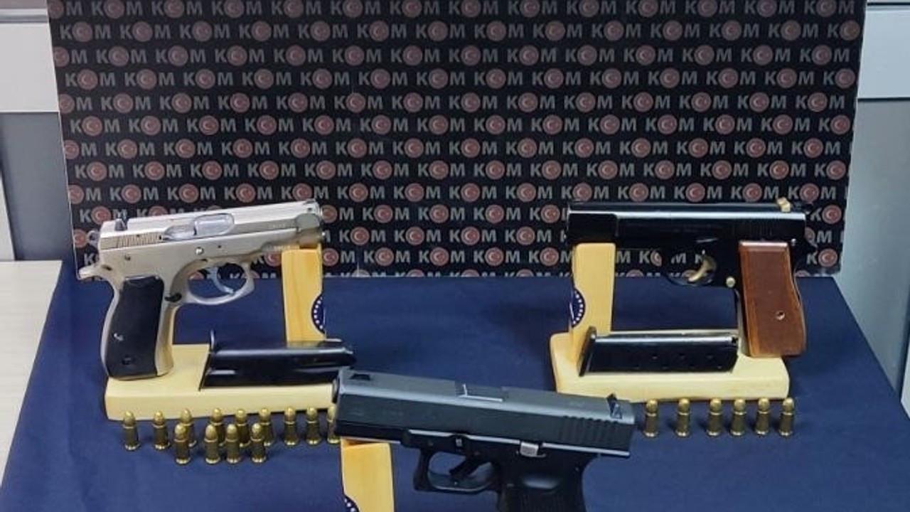 Ruhsatsız silah operasyonunda 3 kişi gözaltına alındı