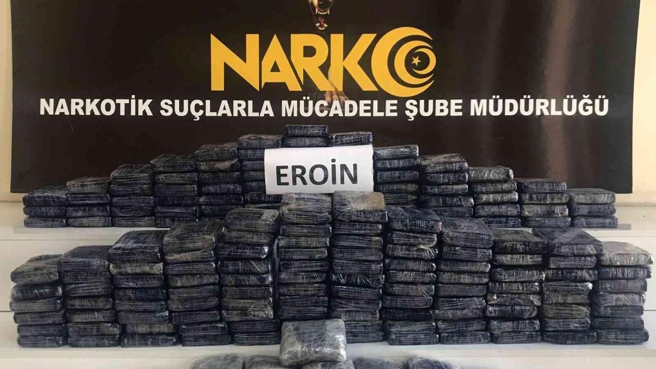 """Bakan Soylu: """"87 kilogram eroin, 30 kilogram Afyon sakızı ele geçirildi"""""""