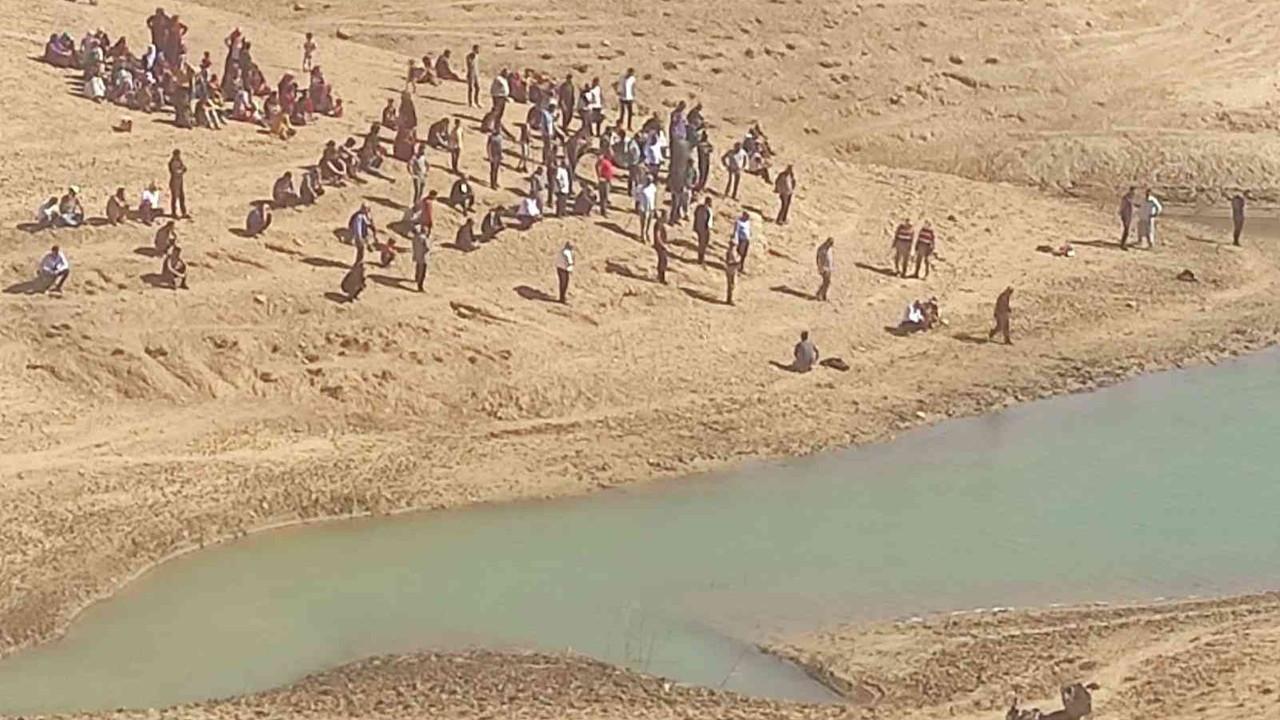 Baraj gölüne giren 2 genç kayboldu