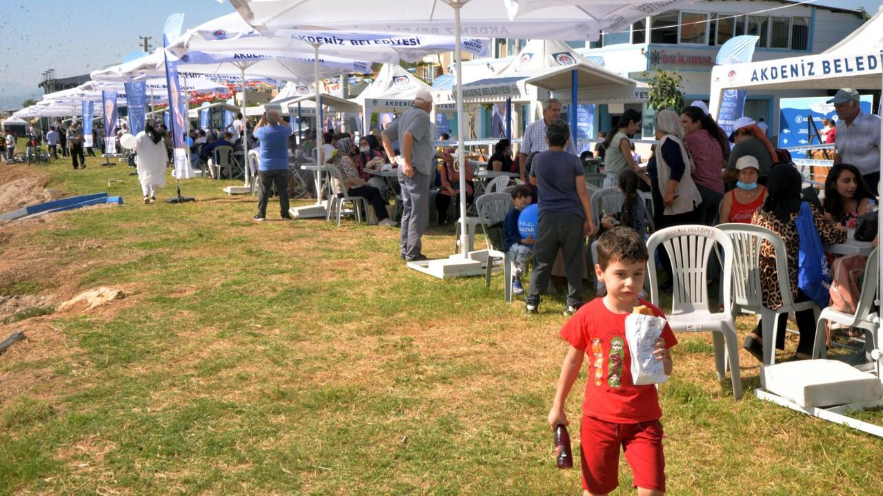 Mersin'deki 'Karaduvar Balık Festivali'nde 7 ton balık dağıtıldı