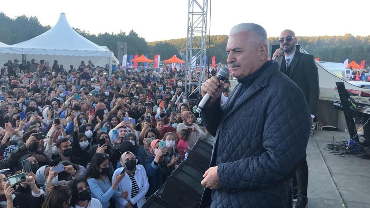 AK Parti Genel Başkanvekili Yıldırım, festivalde öğrencilerle Âşık Veysel'in türküsünü söyledi