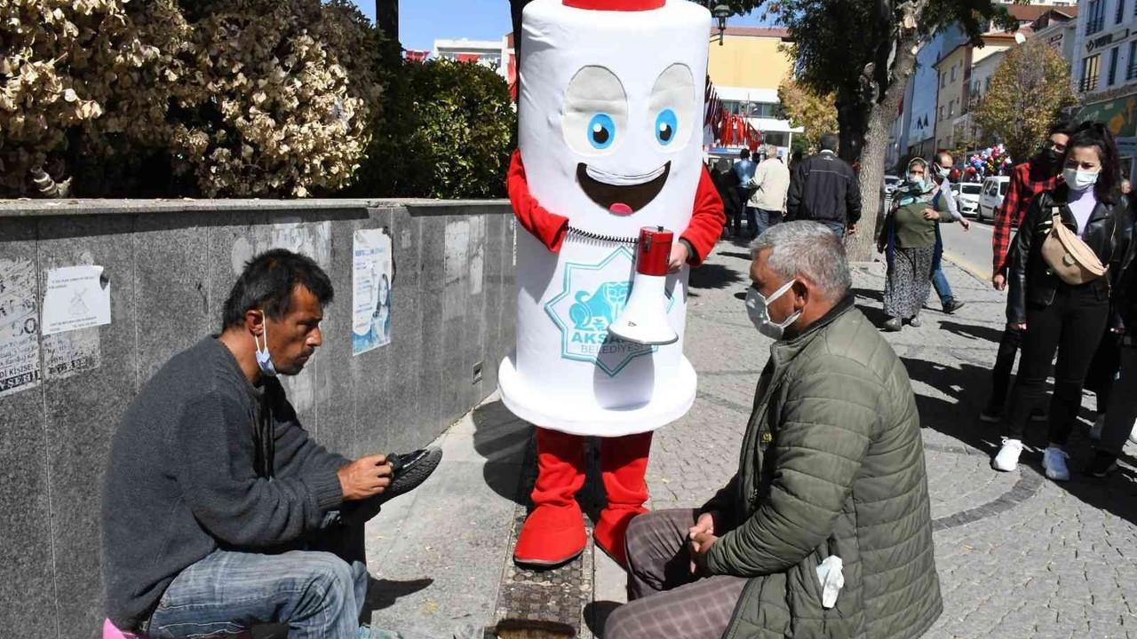 Aşı maskotu meydanda 'mavi' kategori için vatandaşlara seslendi