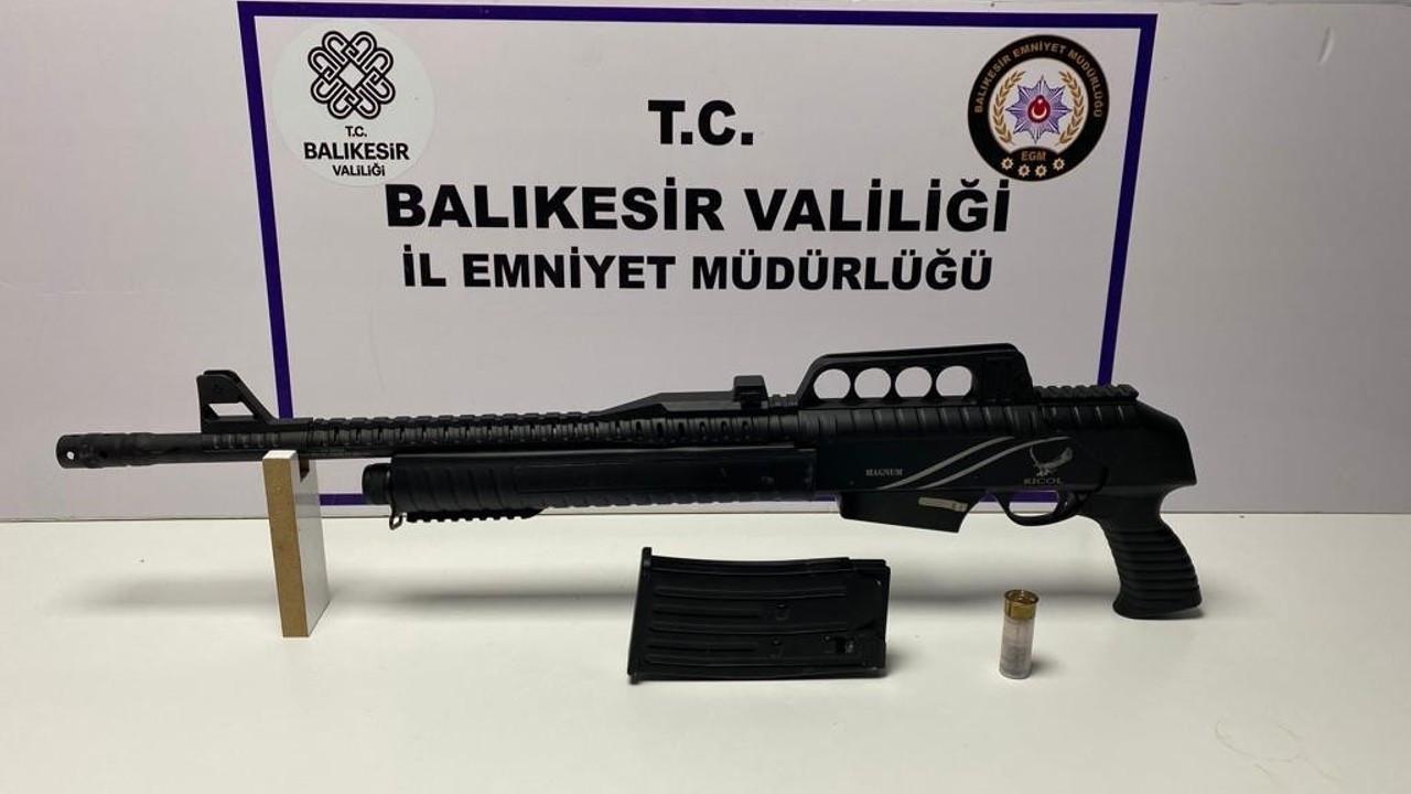 Balıkesir'de polisten 22 aranan şahsa gözaltı