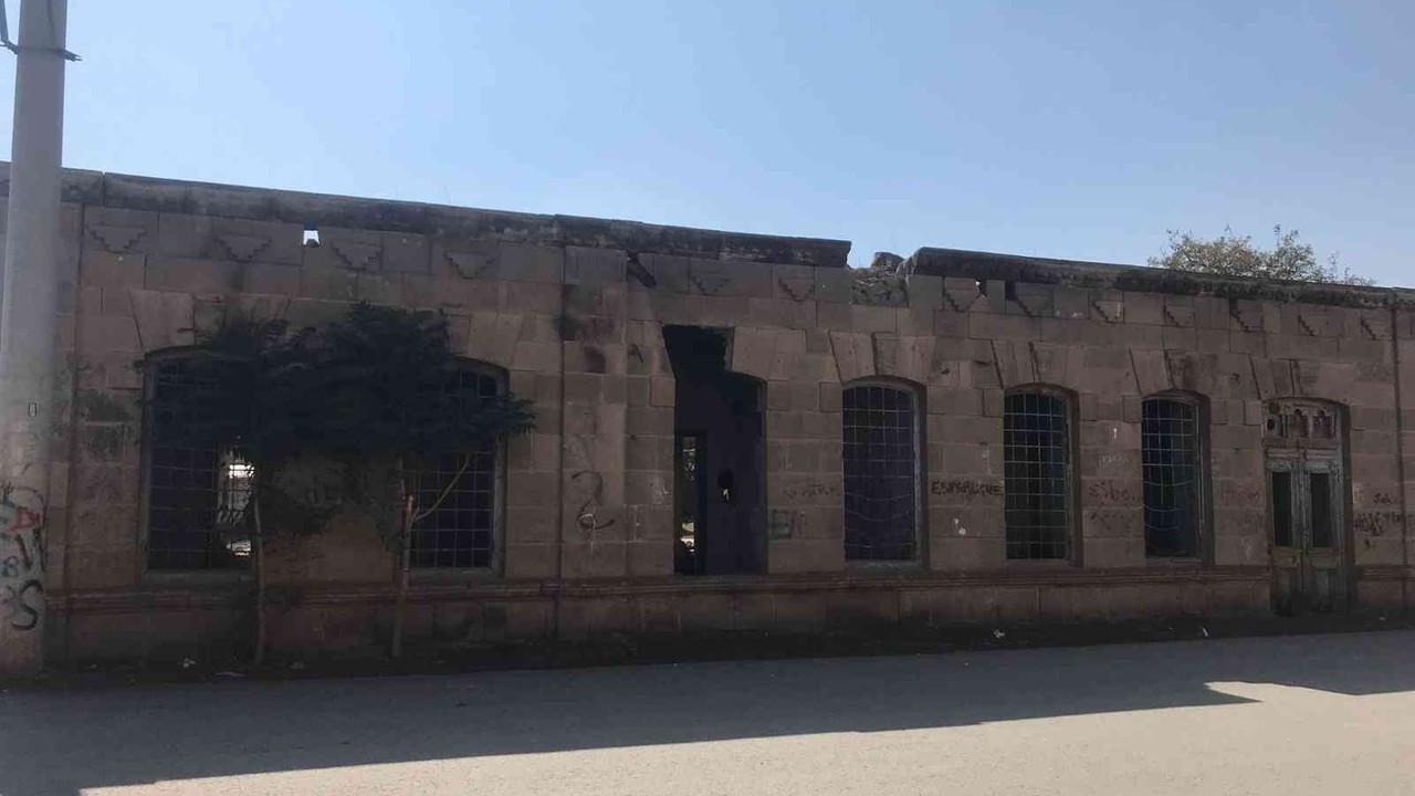 Iğdır'da bulunan tarihi evler son demlerini yaşıyor