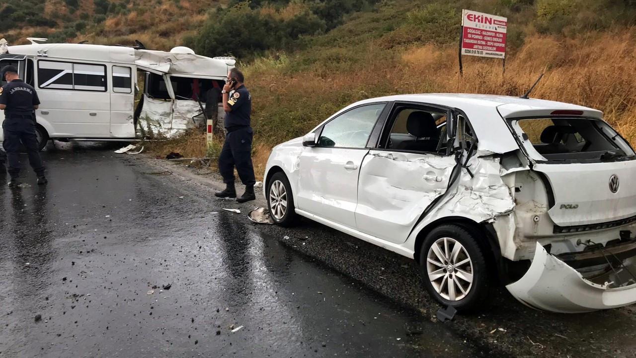 Beton mikseri, yolcu minibüsü ile otomobile çarptı: 1 ölü, 6 yaralı