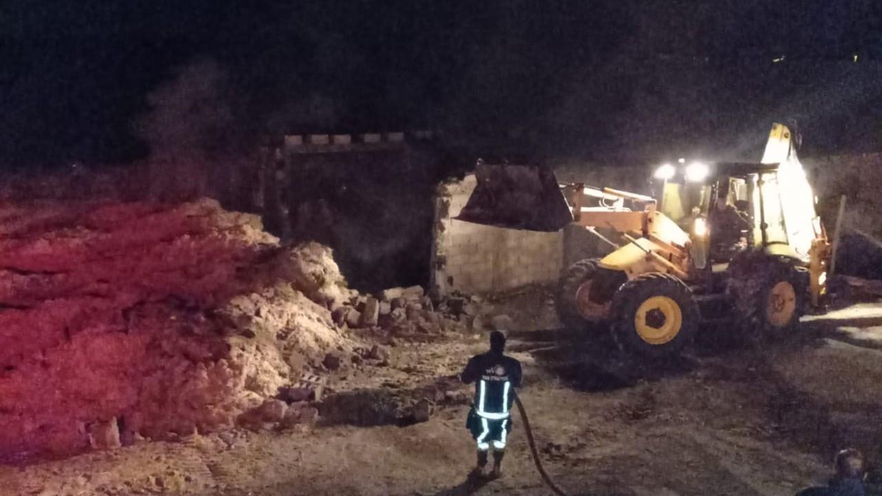 Van'da 40 ton saman ile 400 bağ ot yandı