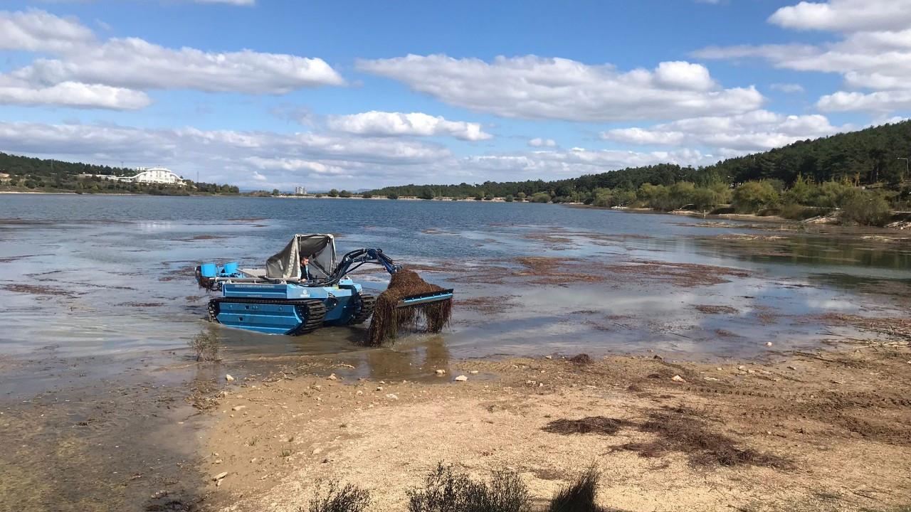 Pelitözü Gölet'i anfibi tipi kepçeyle temizlenmeye başlandı