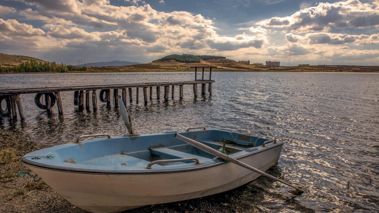 Tarihi Kuş Cenneti Hafik Gölü, doğaseverlerin akınına uğruyor