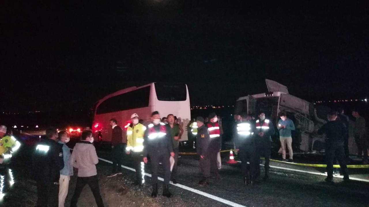 İki yolcu otobüsü kaza yaptı: 27 yaralı