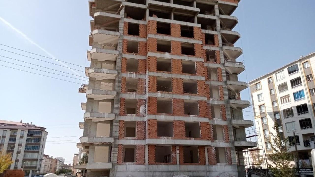 8. kattan düşen duvar ustası ağır yaralandı