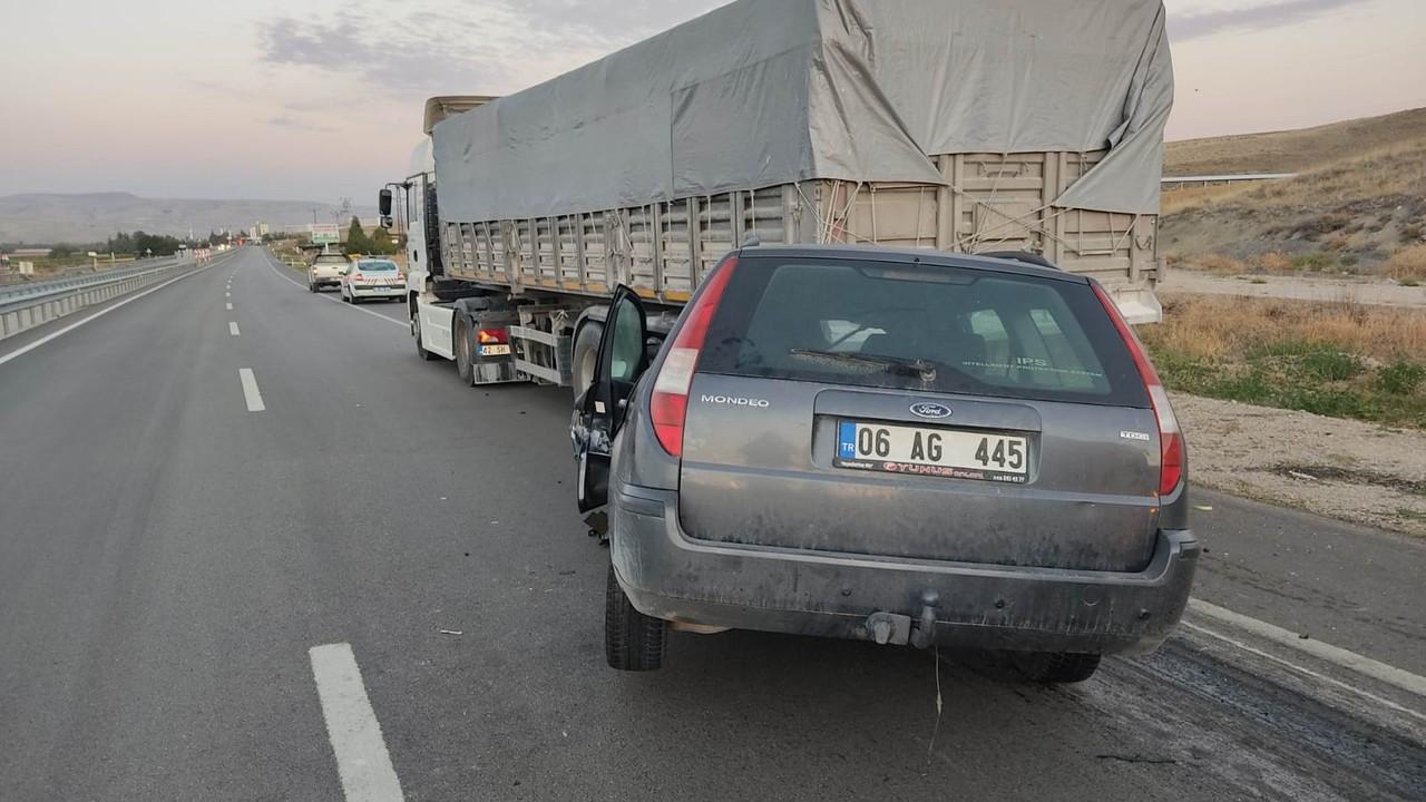 Ankara'da otomobil, TIR'a çarptı: 1 ölü