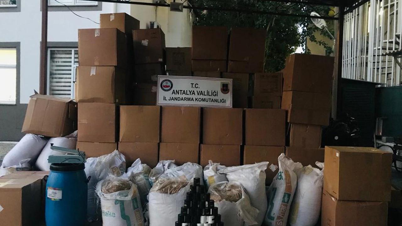 Manavgat'ta tütün imalathanesine dönüştürülen eve baskın