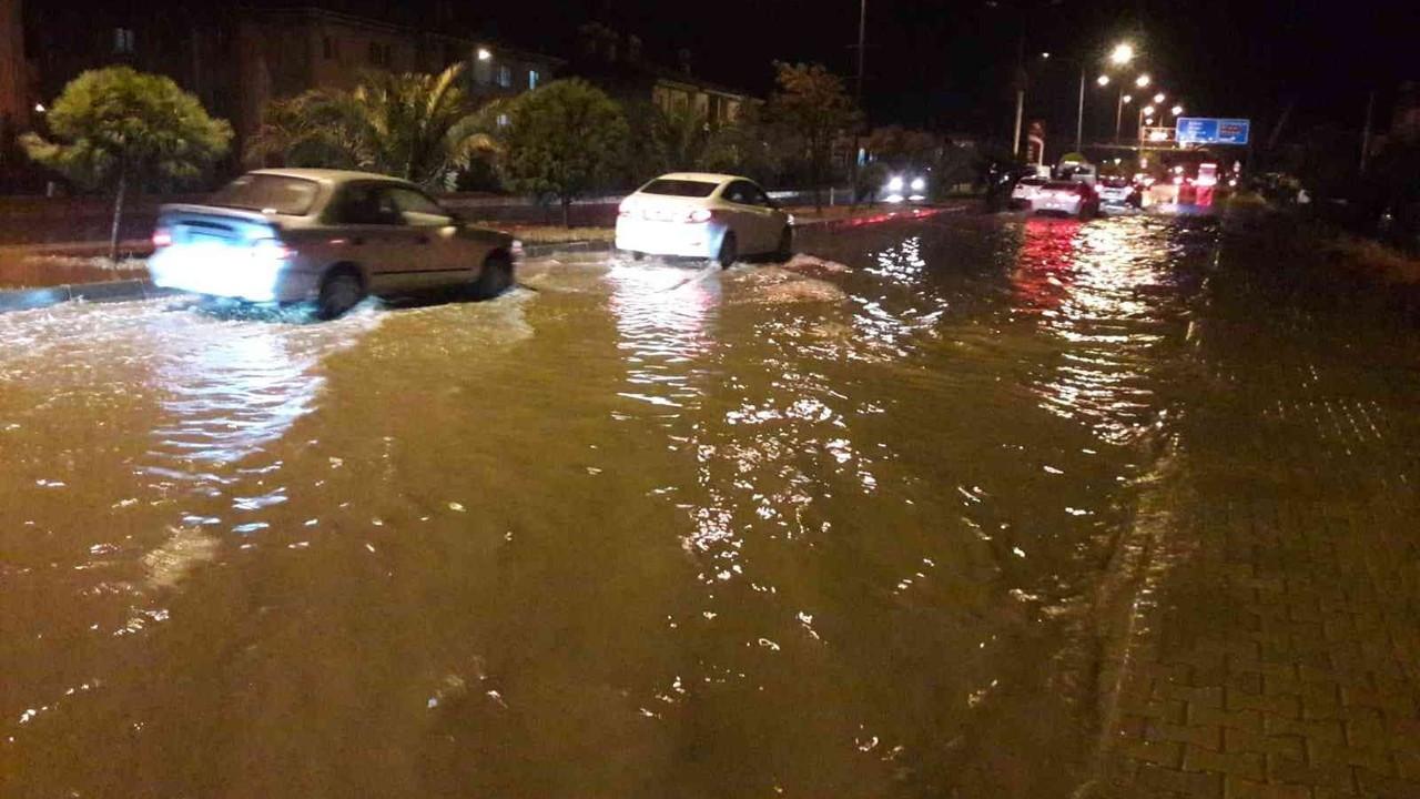 Söke'de sağanak yağmur sonrası sel meydana geldi