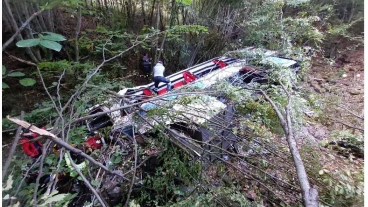 Yolcu otobüsü kaza yaptı: 2 ölü 14 yaralı