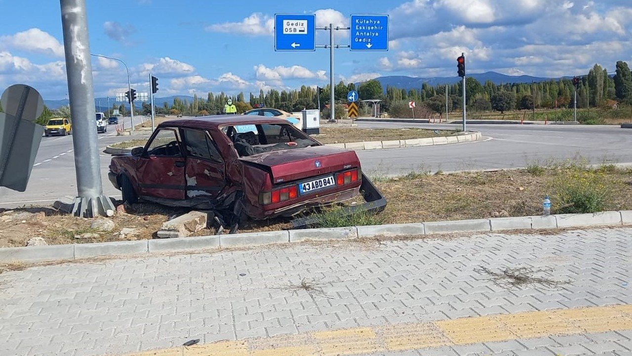 Gediz'de trafik kazası: 2 yaralı