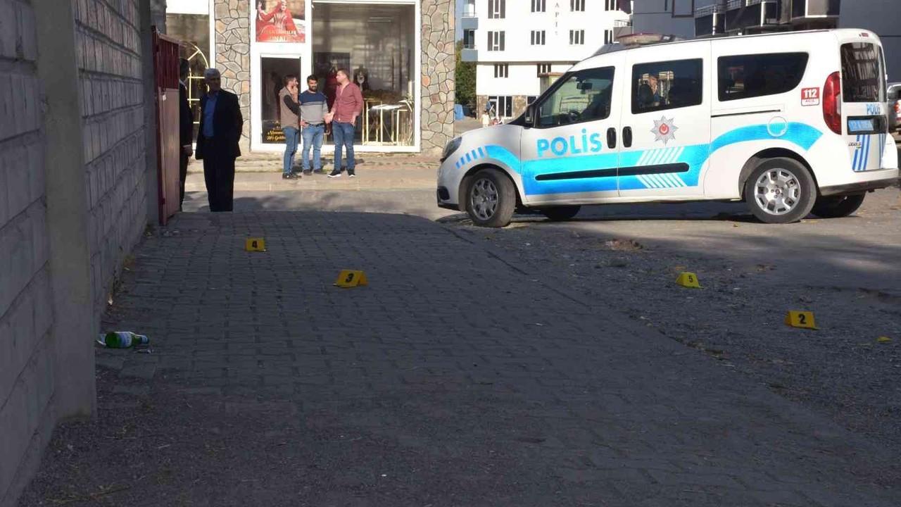 Sokak ortasında silahlı saldırıya uğrayan ailenin 6 yaşındaki çocukları ağır yaralandı
