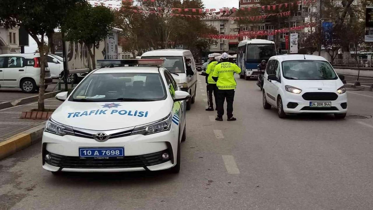 Bandırma'da trafik araçları denetlendi