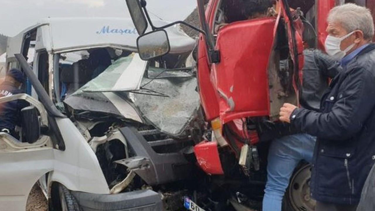 Tokat'ta feci kaza : Ölü ve yaralılar var
