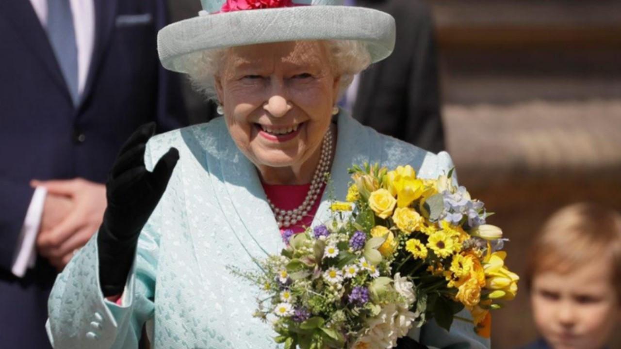 Kraliçe II. Elizabeth 'yılın yaşlısı' ödülünü reddetti!