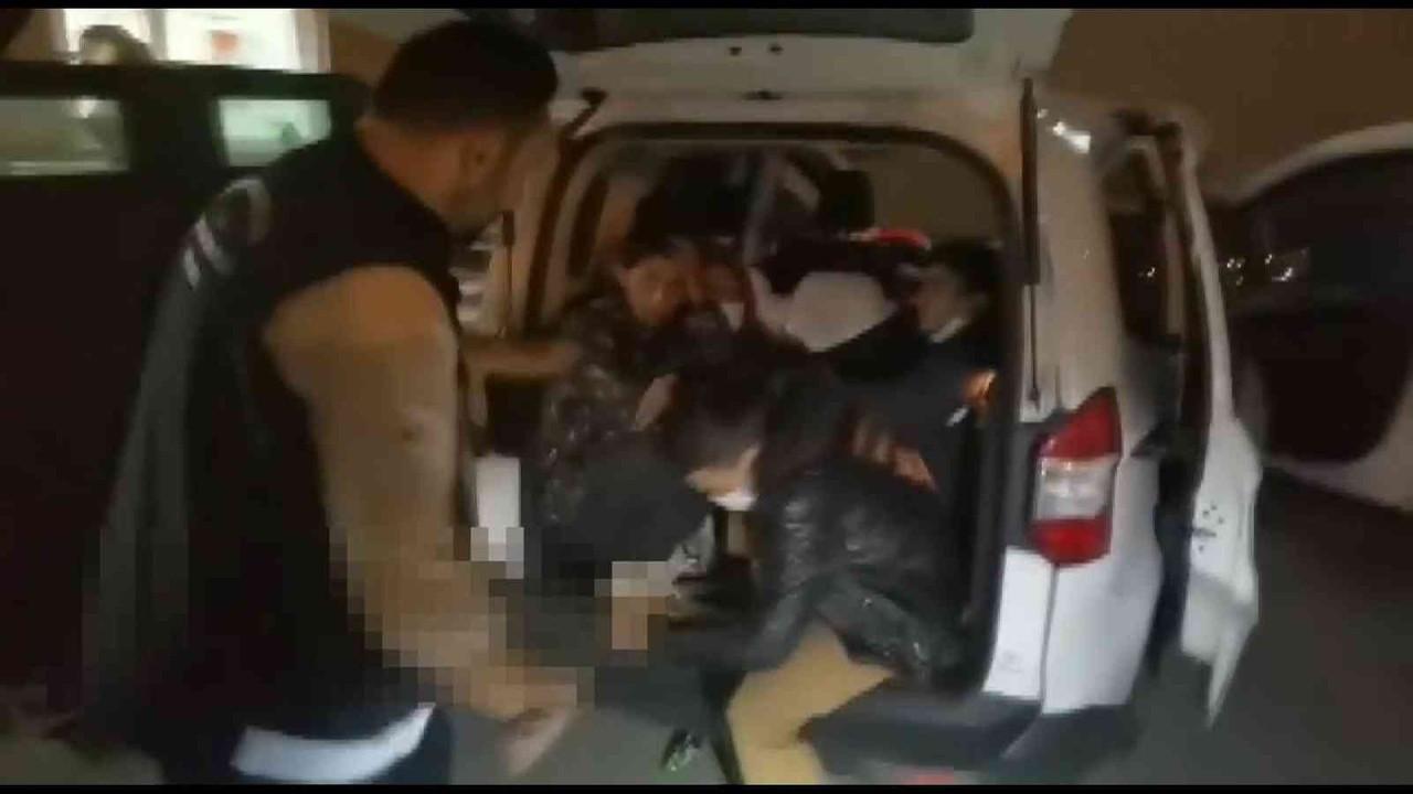 Yolcu ve bagaj kısmında saklanmış 10 kaçak göçmen yakalandı