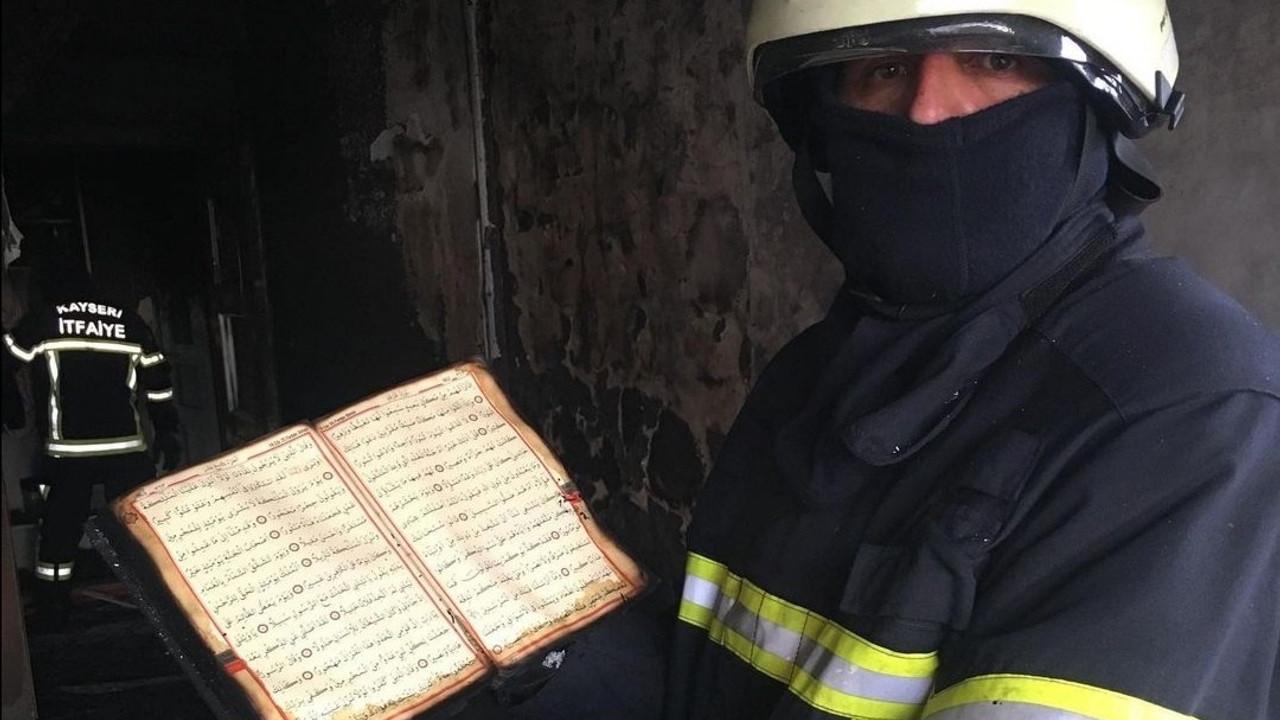 Çıkan yangında ev küle döndü, Kur'an-ı Kerim'in sayfalarına hiçbir şey olmadı