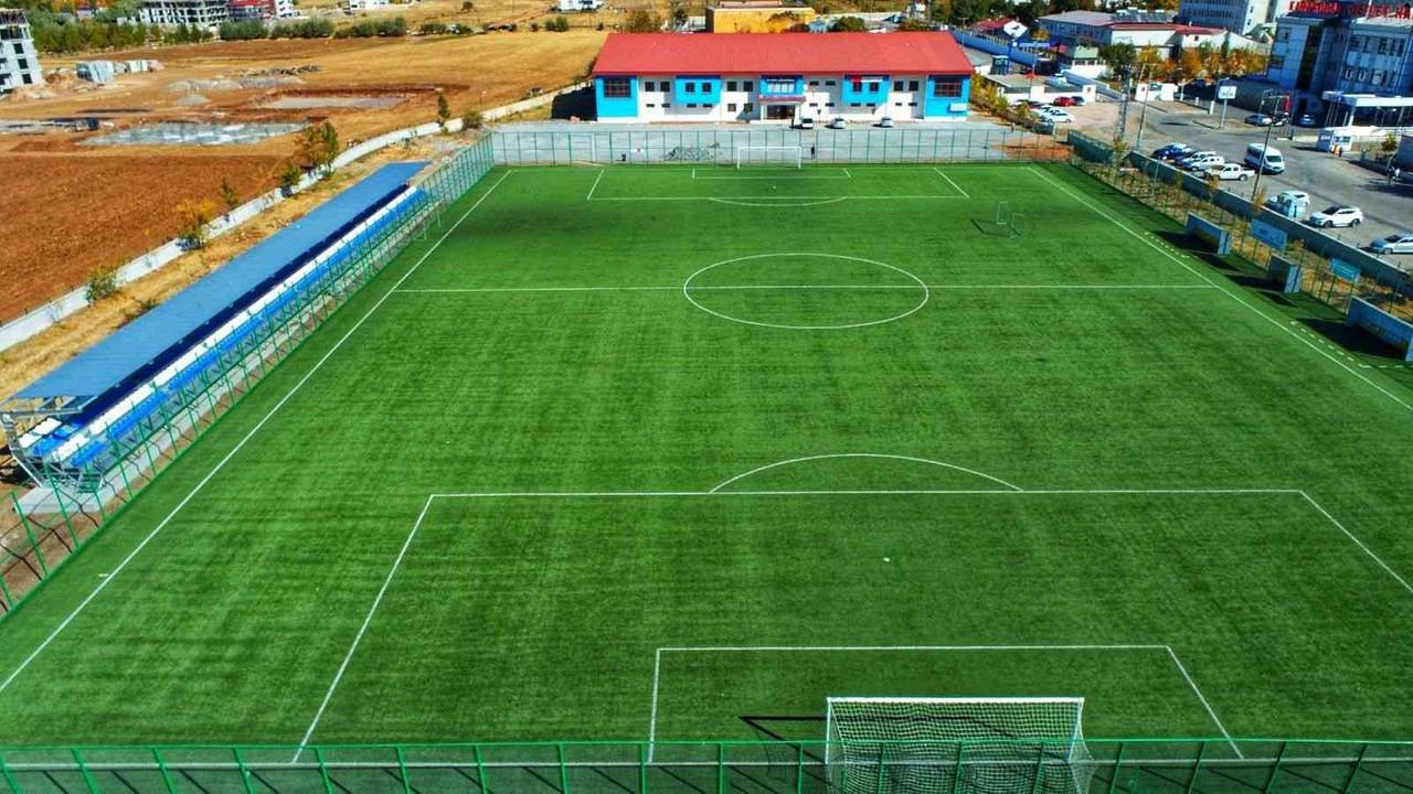 Karakoçan'da spor tesisleri yenilendi